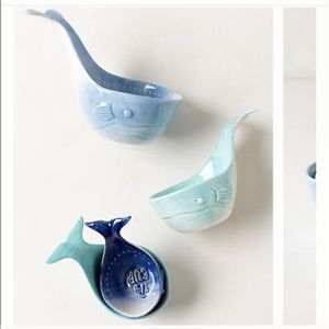 NEW cute Anthropologie Whale measuring cups
